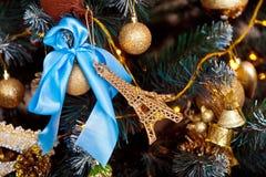 Grüner neues Jahr-Baum verziert Lizenzfreie Stockfotografie