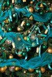 Grüner neues Jahr-Baum verziert Lizenzfreie Stockfotos