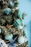 Grüner neues Jahr-Baum verziert Stockfotos
