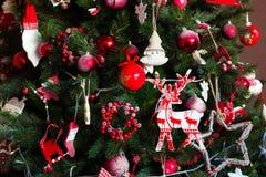 Grüner neues Jahr-Baum verziert Lizenzfreie Stockbilder