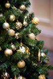 Grüner neues Jahr-Baum verziert Lizenzfreies Stockbild