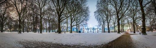Grüner Park des Schnees in der Nacht, London Stockfotografie