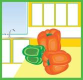 Grüner Pfeffer in der hellen Küche Lizenzfreies Stockfoto