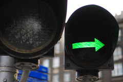 Grüner Pfeil lizenzfreie stockbilder