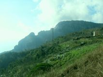 Grüner Rasen auf dem Berg Faito in Italien lizenzfreies stockfoto