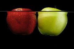 Grüner roter Apfel mögen Mond Stockfotografie