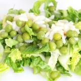 Grüner Salat mit Erbsen Stockbild