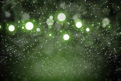 Gr?ner sch?ner funkelnder Funkelnlichter defocused bokeh abstrakter Hintergrund mit Funken fliegen, festal Modellbeschaffenheit m stock abbildung