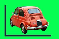 grüner Schirm, schöner Fiat 500 erste Modelle, war in Italien um die Jahre 60/70 sehr erfolgreich lizenzfreies stockfoto