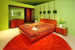 Grüner Schlafzimmerinnenraum lizenzfreie stockfotos