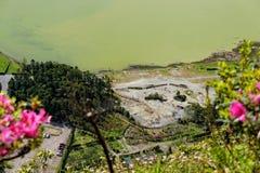 Grüner See von furnas Sao Miguel, die Azoren-Inseln, Portugal lizenzfreie stockfotografie