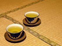 Grüner Tee auf Tatami Stockfotografie