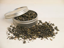 Grüner Tee im Splitterzinn Lizenzfreie Stockfotografie