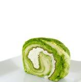 Grüner Tee Kuchen-Rolle mit frischer Creme Stockbilder