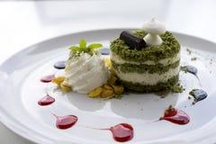 Grüner Tee-Macadamia-Kuchen Matcha Stockbild