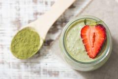 Grüner Tee Matcha chia Samenpudding, Nachtisch mit frischer Minze und lizenzfreie stockfotografie