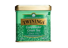 Grüner Tee Twinings-Schießpulvers lokalisiert Stockbilder