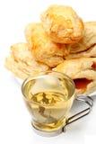 Grüner Tee u. französisches Gebäck Lizenzfreies Stockbild