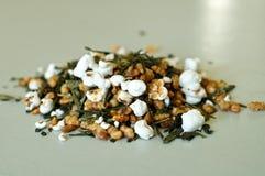Grüner Tee ungeheftetes Genmaicha Stockfotografie