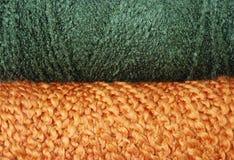 Grüner und orange Garnhintergrund Stockfoto