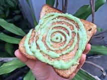 Grüner Vanillepudding auf den Broten Stockbild