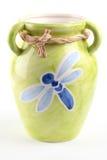 Grüner Vase mit Libelle Stockbilder