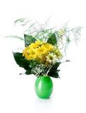 Grüner Vasenblumenstrauß lizenzfreie stockfotografie