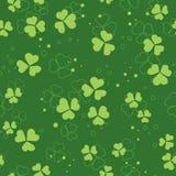 Grüner vektornahtloses Muster mit Klee Stockfotos