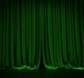 Grüner Vorhang im Theater Lizenzfreie Stockfotos