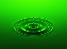 Grüner Wassertropfen Stockfotografie