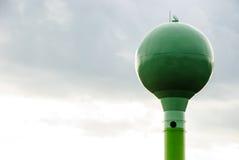 Grüner Wasserturm Stockfotos