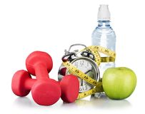 Grüner Wecker, Apfel, Flasche Wasser stockfotografie