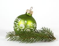 Grüner Weihnachtsball Stockbilder
