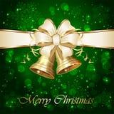 Grüner Weihnachtshintergrund mit Glocken Lizenzfreies Stockfoto