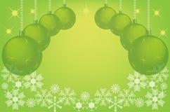 Grüner Weihnachtshintergrund mit Weihnachtskugeln Stockfotografie