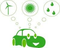 Grünes Auto, das von der grünen Energie träumt Lizenzfreies Stockfoto