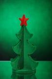 Grünes Baumspielzeug in der Franse mit einem roten Stern Lizenzfreie Stockbilder