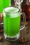 Grünes Bier für St Patrick Tag Lizenzfreies Stockfoto