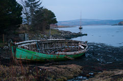 Grünes Boot auf Skye Stockfotos
