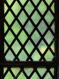 Grünes Buntglasfenster mit regelmäßigem Blockmuster Lizenzfreies Stockbild