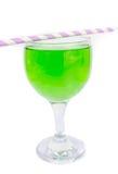 Grünes Cocktail mit auf weißem Hintergrund Stockbild