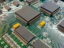 Grünes elektronisches Brett mit Chip Sets Lizenzfreie Stockbilder