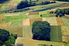 Grünes Feld überlagert Luftaufnahme Lizenzfreies Stockfoto