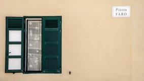 Grünes Fenster lizenzfreies stockbild