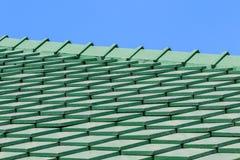 Grünes Fliesedach stockbilder