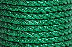 Grünes Folien-Netzkabel, das einen Hintergrund bildet lizenzfreie stockbilder