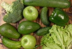 Grünes Gemüse und Früchte Stockfoto