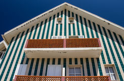 Grünes gestreiftes Strand-Hütten-Haus Lizenzfreie Stockfotos