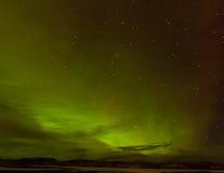 Grünes Glühen von Nordleuchten oder Aurora borealis Stockfotos