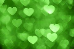 Grünes Herz bokeh Hintergrundfoto, abstrakter Feiertagshintergrund Stockfoto